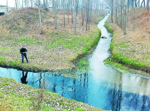 春节放假西平县企业大肆排污 仙女河变臭水沟