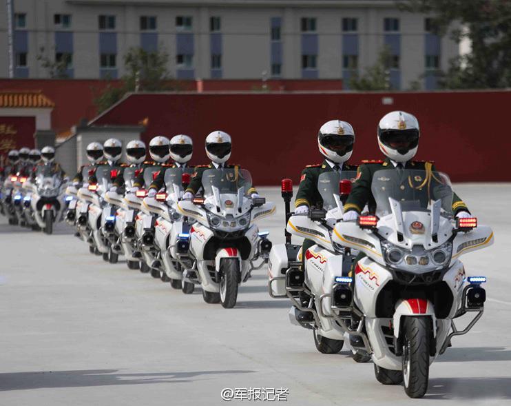 """中华""""第一骑""""武警摩托车礼宾护卫方队"""