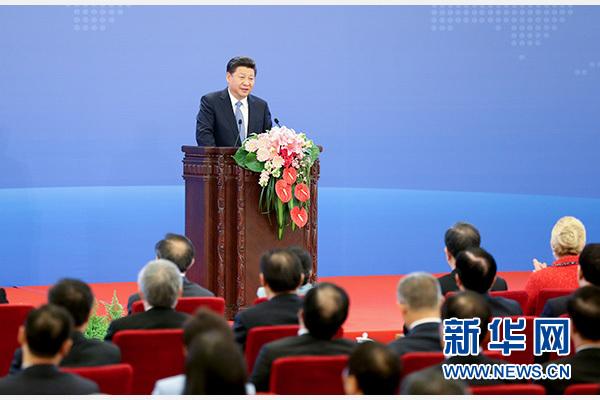 10月16日,2015减贫与发展高层论坛在北京人民大会堂举行。国家主席习近平出席论坛并发表题为《携手消除贫困促进共同发展》的主旨演讲。 新华社记者马占成摄