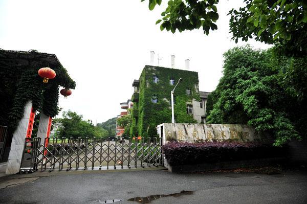 百名学生高考后武汉一中学撤校 校长:我是罪人