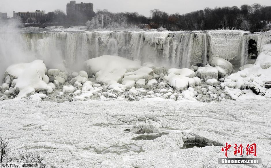 """北美持续严寒天气 尼亚加拉瀑布变""""冰瀑"""""""
