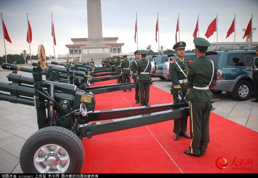 中国第32代礼炮兵首次在天安门迎宾
