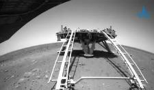 """火星表面什么样?""""祝融号""""传回驶离过程影像"""